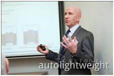 Paul Martin先生发表演讲-汽车行业轻量化紧固解决方案